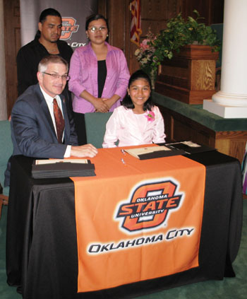 Photo of OSU-OKC's Jay Kinzer and fifth-grade students at Westwood Elementary School.